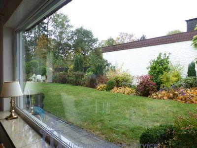 Blick aus Wohnzimmer in den Garten