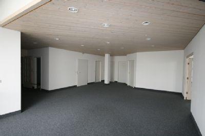 frisch renoviert exklusive b rozimmer in b rogemeinschaft. Black Bedroom Furniture Sets. Home Design Ideas