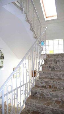 37-Treppe zum Dachgeschoss