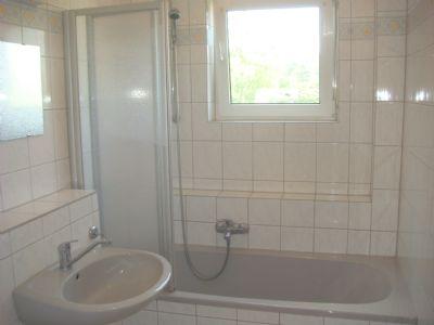 Wannenbad mit Tageslicht der 3 Zi.-Wohnungen