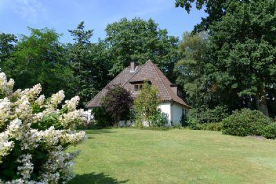 Freistehendes Einfamilienhaus mit großem Garten. Fast Alleinlage.