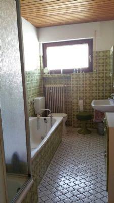 Badezimmer mit Dusche/Wanne