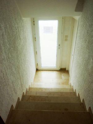 Treppenhaus zum Gartenausgang