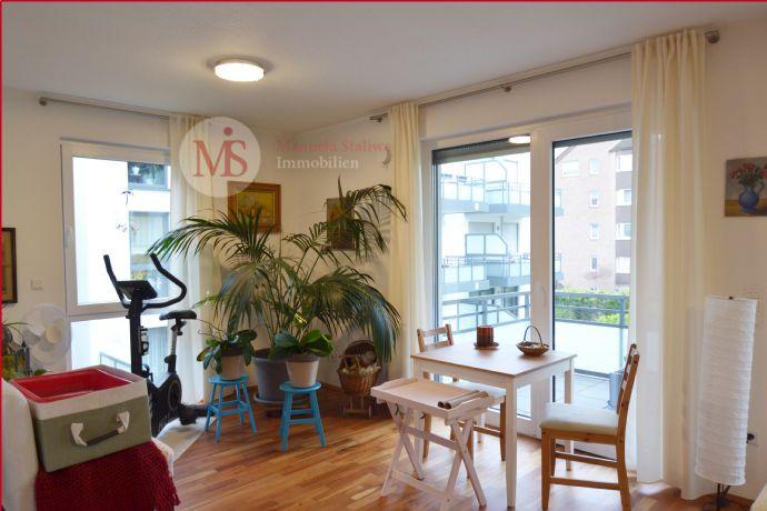 Sehr gut geschnittene, neuwertige 3 Zimmer-Wohnung mit Balkon und Tiefgaragenstellplatz in Langenfeld!