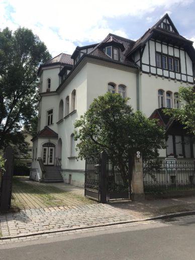 Imposante 3 Zimmer-Dachgeschoss-Wohnung in einer