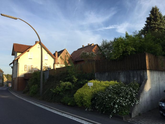 EFH in Maßbach mit Nebengebäuden und Garten!