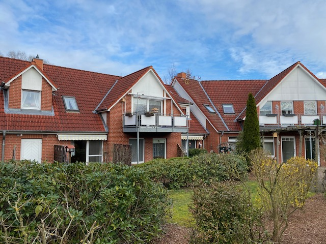 Hemmoor: Freundliche 2-Zimmer-EG-Wohnung mit Terrasse in einer gepflegten Seniorenanlage