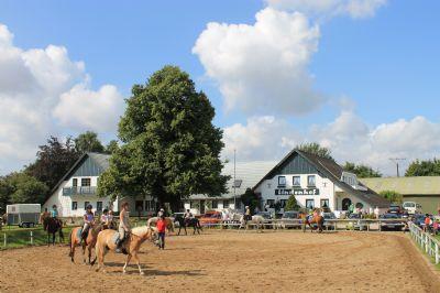 Familiärer Reiterhof mit 15 individuellen Ferienwohnungen direkt an der Ostsee