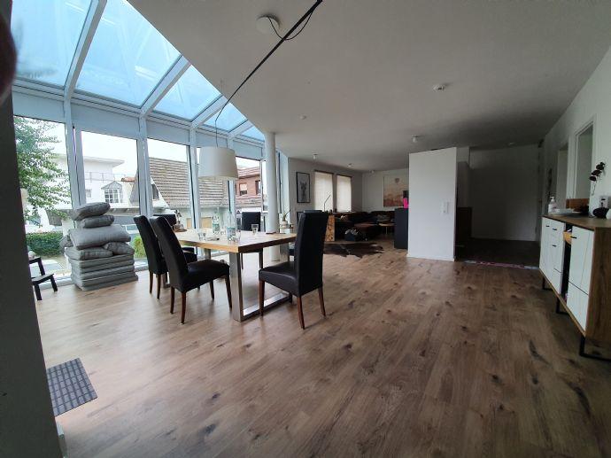 ** Exclusive 3 Zimmerwohnung mit Terrasse, Einbauküche und 2 Stellplätzen **
