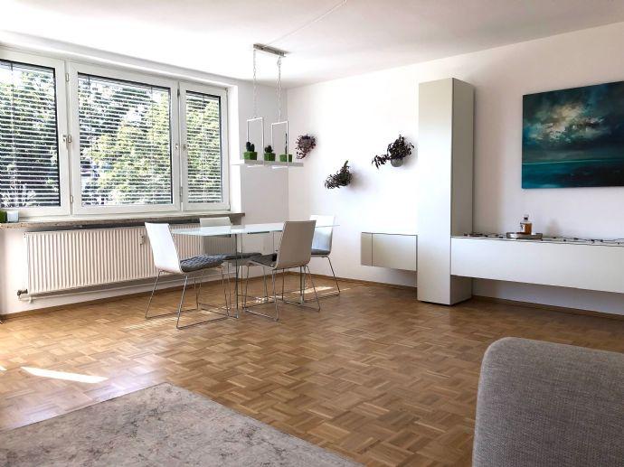 Geräumiges helles hochwertig möbliertes Apartment