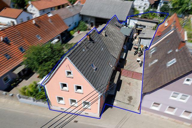 Haus mit 3 Wohneinheiten, Hof und Garten