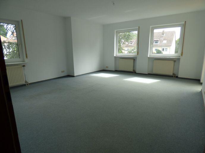 Großzügige 2 Zi Wohnung in kleinem gepflegten Wohnhaus