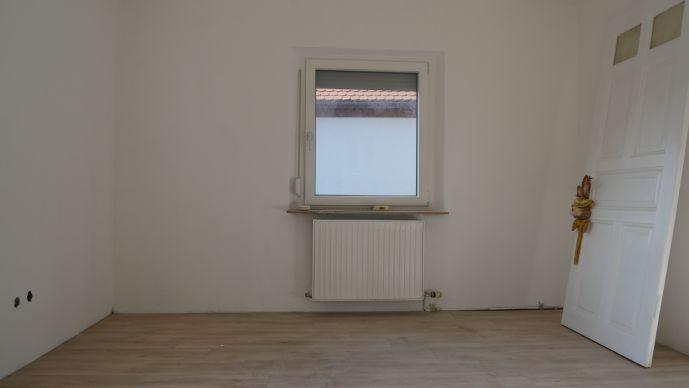 N-Kornburg Sehr schöne, umfangreich renovierte 2-Zimmerwohnung