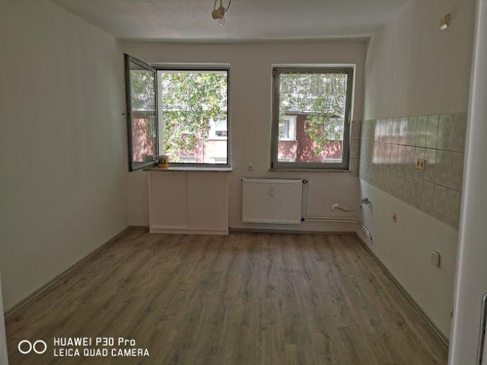 Eigenes Reich, 3 Räume mit Bad / Diele, alles renoviert nur Einziehen