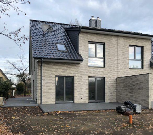 Provisionsfrei - Doppelhaushälfte auf tollem Grundstück in Schenefeld