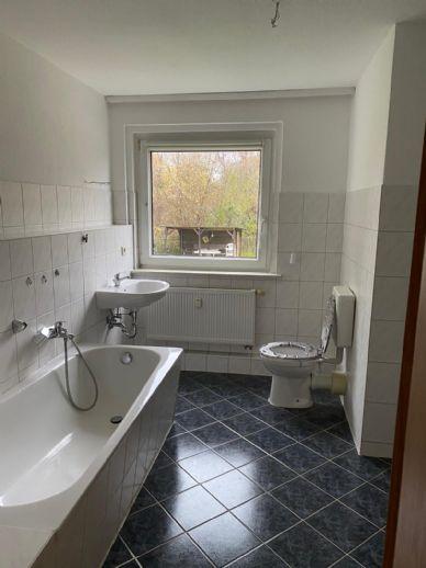 4-Raum-Wohnung (Hochparterre) mit Wanne/ Dusche in gepflegtem Umfeld