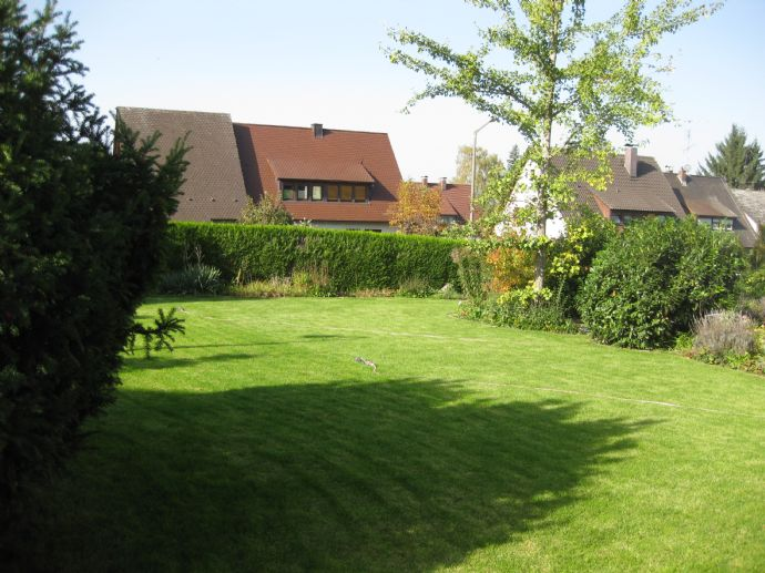 Verkauft! Super Eckgrundstück (896 m²) mit älterem EFH,in guter Lage, in Röthenbach bei Schweinau, nahe der Sana Klinik.