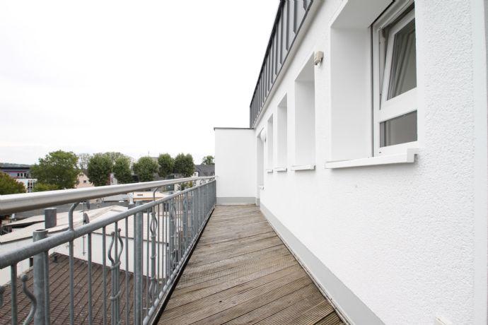 Geräumige, frisch renovierte 4-Zimmer-Wohnung mit Balkon im Herzen von Hennef ab sofort