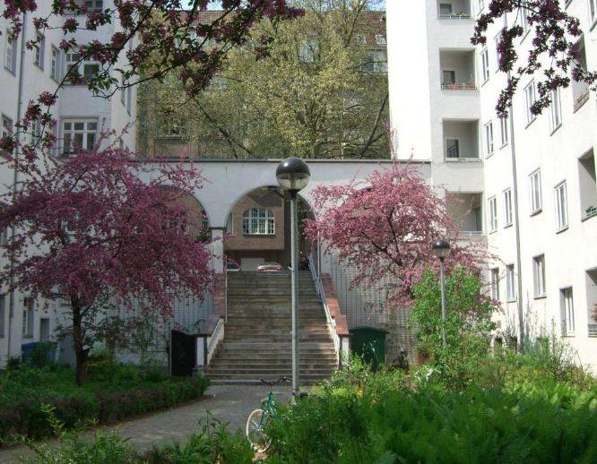 One Bedroom Apartment in Charlottenburg/ 2-Zimmer in Charlottenburg