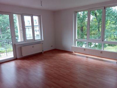 3-Raum-Wohnung im 1. OG mit Balkon und EBK