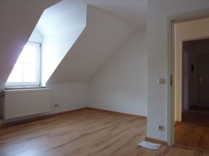 Schöne, gepflegte 2-Zimmer-DG-Wohnung mit Balkon