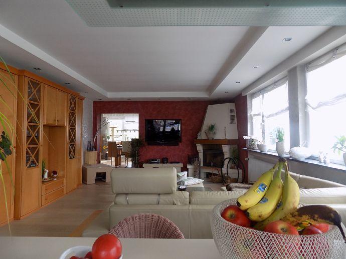 Als Kapitalanlage Mehrfamilienhaus mit großem Grundstück zu verkaufen.