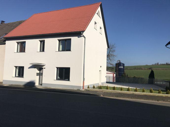 Kernsaniertes Ein- Zweifamilienhaus in Bad Driburg(Pömbsen)