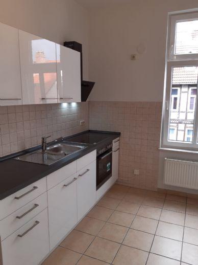 Einbauküche und Balkon - 1 Raum Wohnung. Küche und Bad mit Wanne und Dusche
