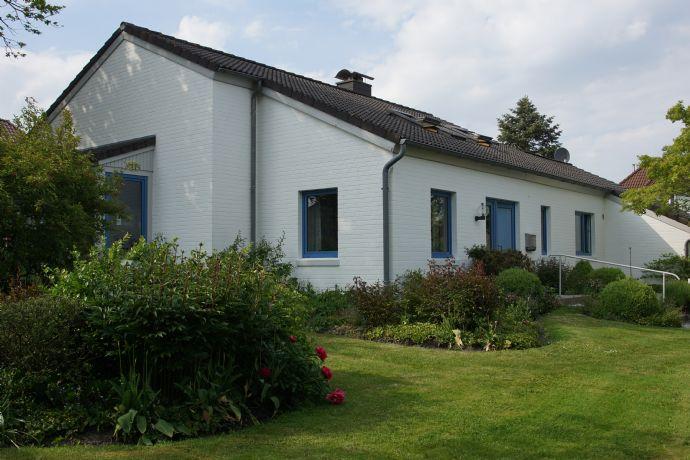 Das besondere Einfamilienhaus mit wunderschönem Garten und Garage nahe Nordsee