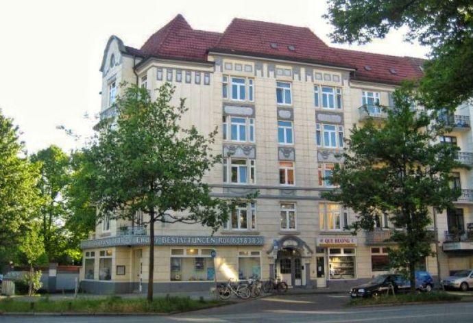 NEU SANIERT Schöne 3-Zimmer-Altbauwohnung mit EBK und Balkon BESICHTIGUNGSTERMIN: 16.9.2019, 16.00 Uhr - 16.30 Uhr