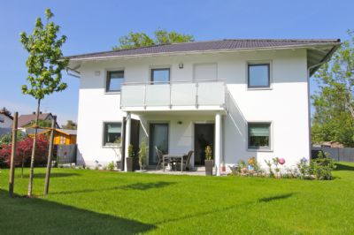 - VERKAUFT - Neuwertiges Einfamilienhaus mit großem Garten in Ortsrandlage von Feldkirchen
