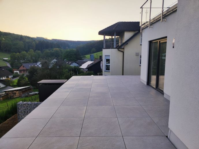 Neubau 4-Zimmer-Wohnung mit Balkon, Küche, Garage und Garten in Olpe Sassmicke