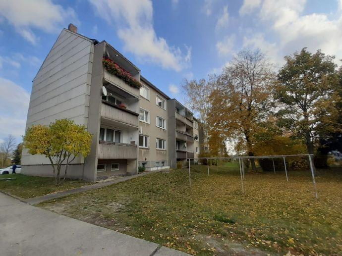 Sanierungsbedürftiges kl. Mehrfamilienhaus ( 3 gr. Wohnungen) m. großem Grundstück (u.a. Bauland f. ca. 2- 3 EFH/DHH) in Weißwasser nahe d. Bahnlinie