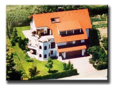Ferienwohnung mit Panorama-Seeblick und Balkon im Dachgeschoss