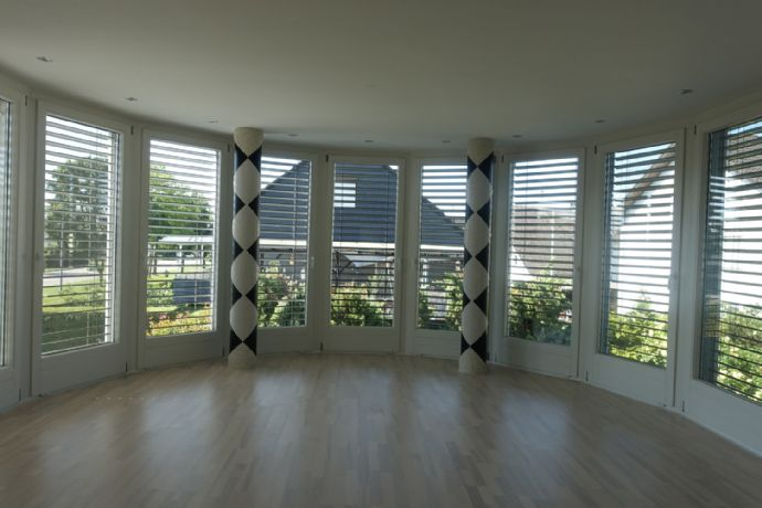 Sehr schöne Obergeschoss-Wohnung mit Wintergarten