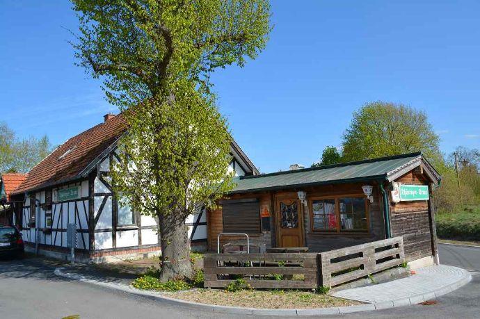 Wohnhaus mit Nebengebäude in Immelborn
