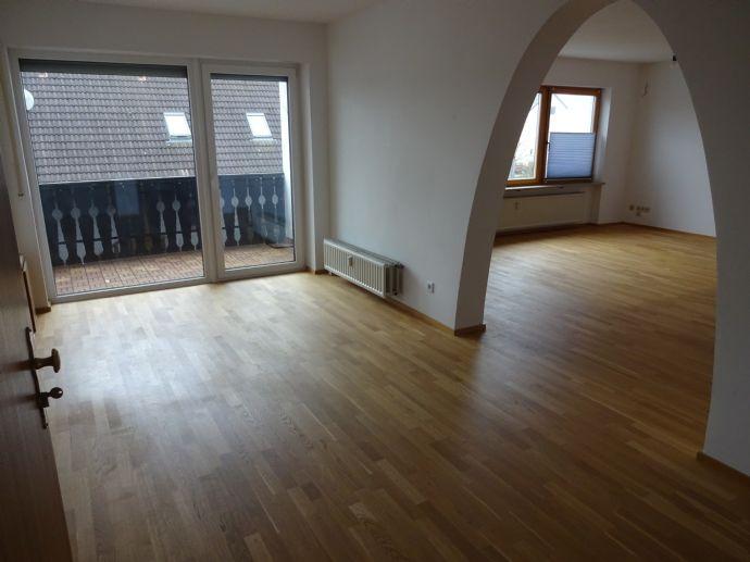 Arbeiten in der Stadt, wohnen im Ruhigeren: Helle, großzügig geschnittene und renovierte 4-Zimmer-Wohnung in Möhrendorf
