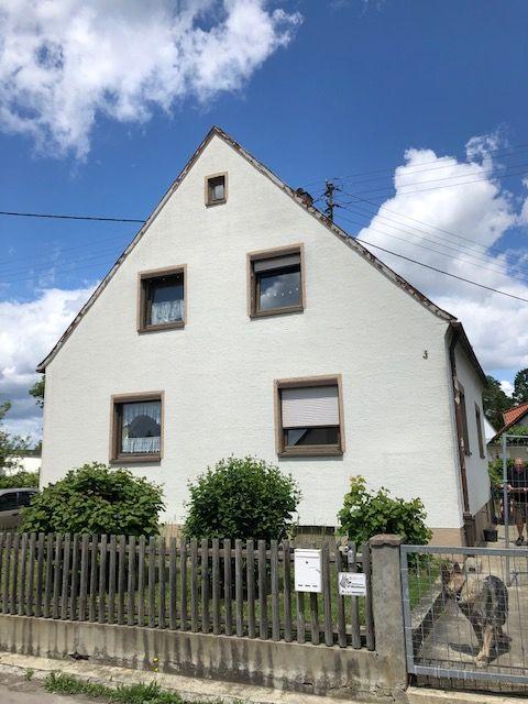 Renovierungsbedürftiges Einfamilienhaus auf großem Grund! **RUHIG - HERRLICHE LAGE**