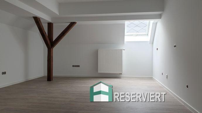 3 Zimmer Dachgeschoss-Wohnung (Erstbezug nach Renovierung)