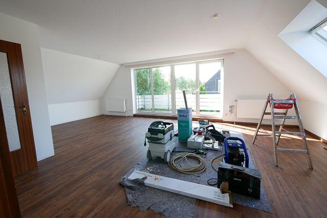 Tornesch-zentral und ruhig gelegene 3 Zi. DG-Wohnung mit sonnigem Balkon und Garage