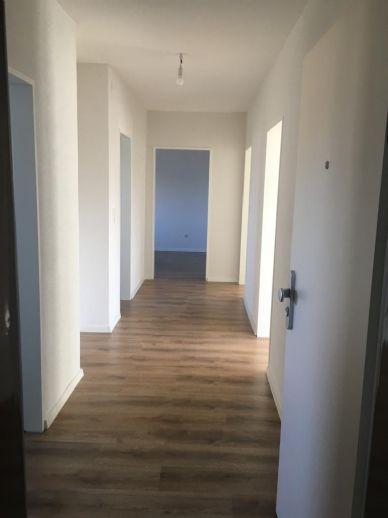 KERNSANIERT: Erstbezug 3-Zi.-Wohnung mit Balkon