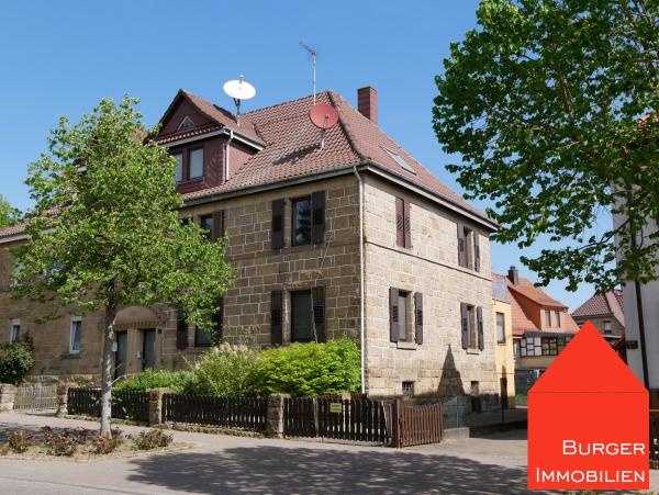 Wer Sandstein mag, wird dieses Haus lieben - große DHH mit Garage u. Garten in ruhiger Lage von Oberderdingen