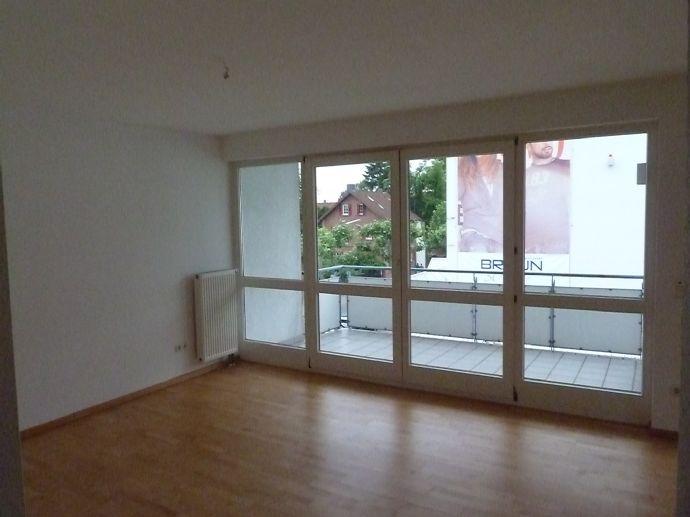 Langen, Passiv-/Niedrighaus, von privat, exklusive 3-Zimmer Whg., EBK, Parkett, großer Balkon, Tief
