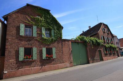 traumhafter historischer 3 seitenhof mit gro em garten bauernhaus friedelsheim 2gwzy4b. Black Bedroom Furniture Sets. Home Design Ideas