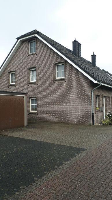 Einfamilienhaus mit Garage und großem Garten in genialer Lage