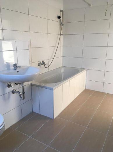Bahnhofsnähe! Frisch sanierte 3-Zi.-Wohnung mit Balkon