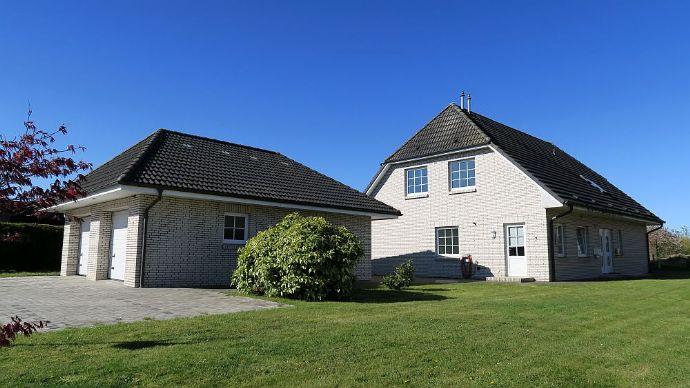 TELLINGSTEDT: Geräumiges Wohnhaus mit 8 Zimmern in ruhiger Lage