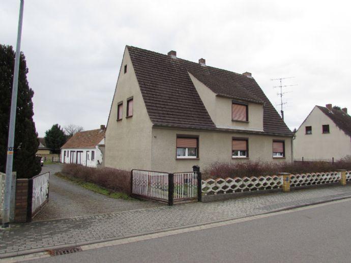 geräumiges Wohnhaus mit Nebengebäude in ruhiger Lage von Guteborn