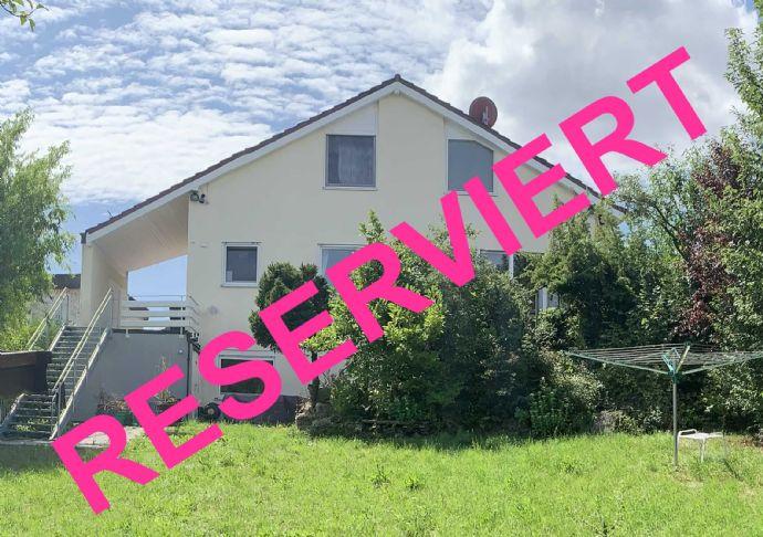 großzügig geschnittenes 1-Familienhaus mit Einliegerwohnung und großem, parkähnlichen Garten mit Blick über Weissach