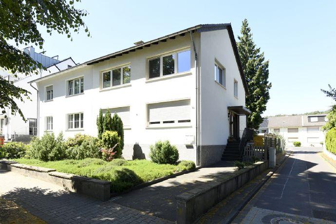 Doppelhaushälfte mit zwei Wohnungen, vermietet - solide Kapitalanlage!